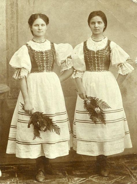 Banat tersegi magyar nepviselet - Hungarian folk dresses from the Banat