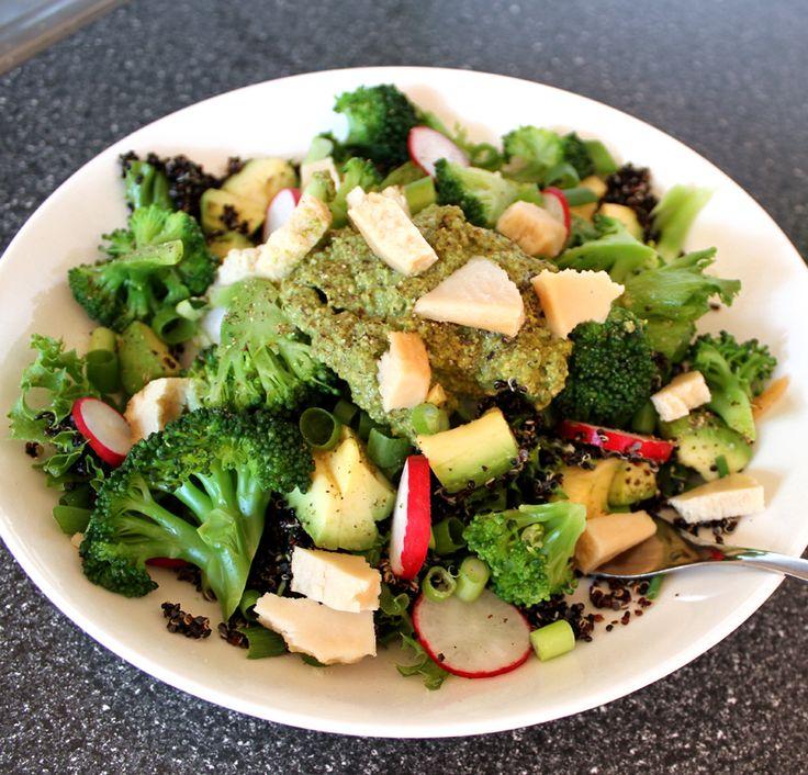 Oppskrift Middagssalat Salat Brokkolisalat Quinoa Avokado Reddiker Vårløk Sommersalat