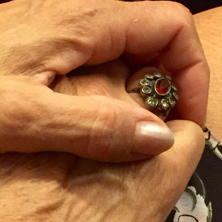Mani e anello