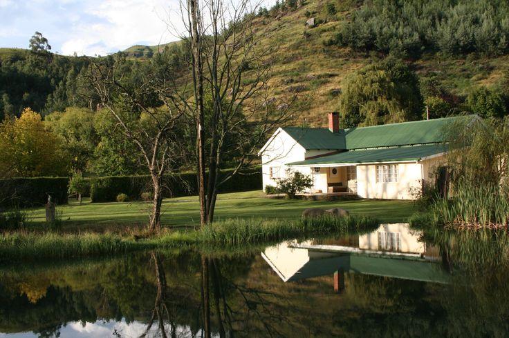 Mkomazana Mountain Cottages Selfsorg Huis Verblyf In Sani Pass - Drakensberg Sien meer https://goo.gl/GqMsdA  Mkomazana is 'n historiese terrein geleë in 'n trans-grens vrede park. Die Suidelike Drakensberg se bes bewaarde geheim. Die akkommodasie is 'n pragtige kombinasie van eklektiese fasiliteite wat bestaan uit twee oorspronklike en onlangs opgeknapte plaashuise en drie skilderagtige nuwe kothuise met al die geriewe.