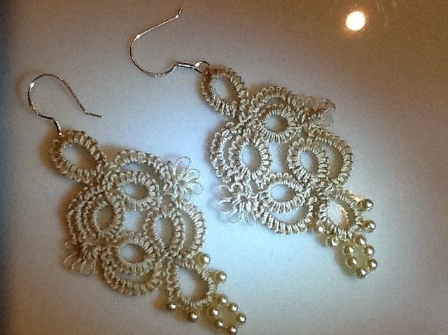 Tatted earrings - a novel project for a beginner.