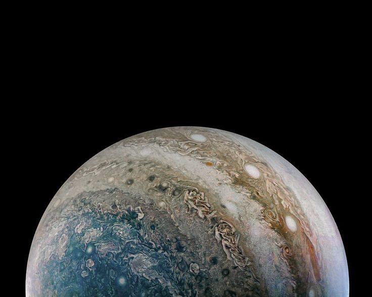 Juno, Jüpiter'in Gizemli 'Kırmızı Nokta'sından Çarpıcı Fotoğraflar Gönderdi!
