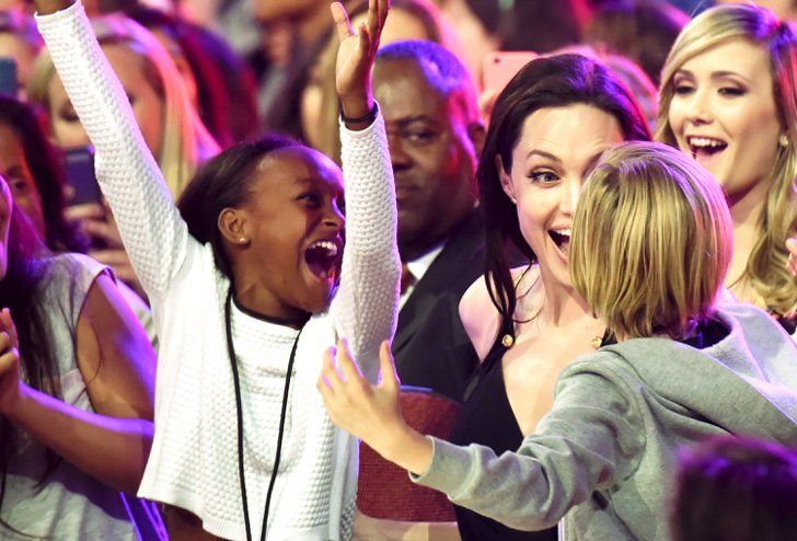 Pin for Later: Angelina Jolie Is Too Cute For Words With Shiloh and Zahara at the Kids' Choice Awards