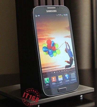 Samsung Galaxy S IV gets detailed in extensive early preview, screen examined up close