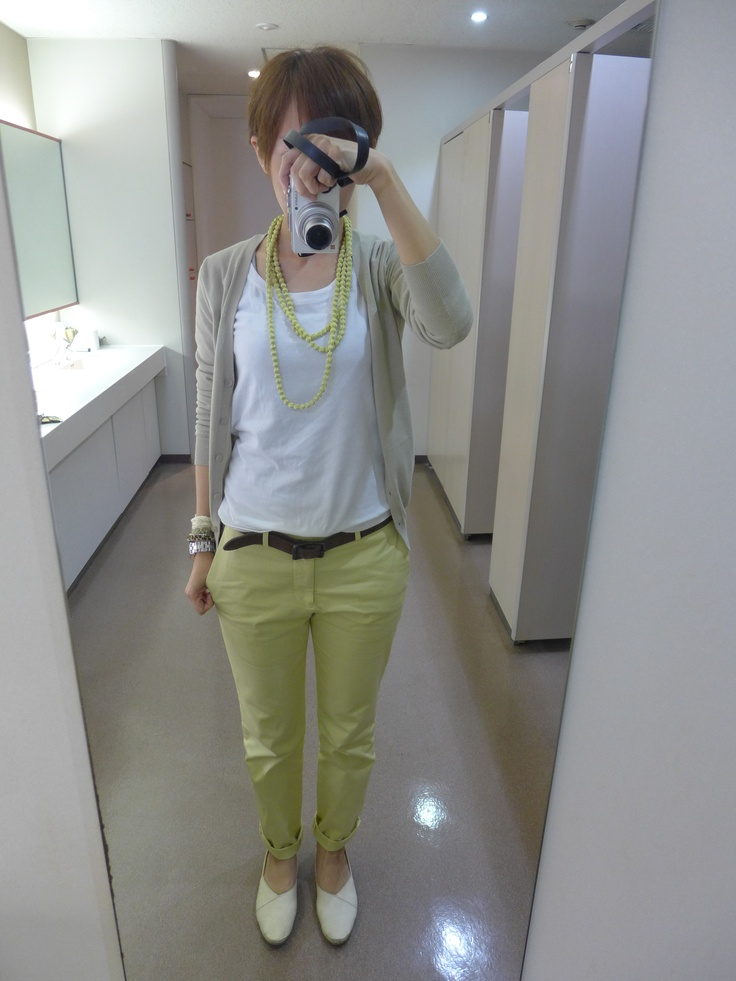 This is a great outfit for work! Love the cardi layered over the white tee (which is the perfect length, by the way), and I adore the green pants!