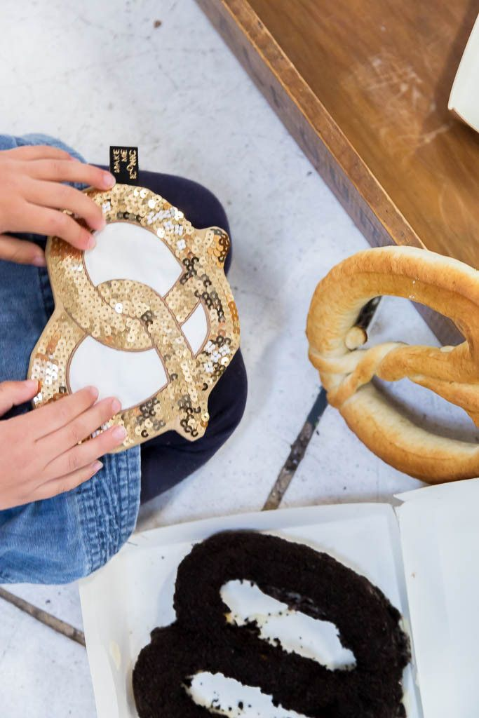 Make Me Iconic - Pretzel Purse