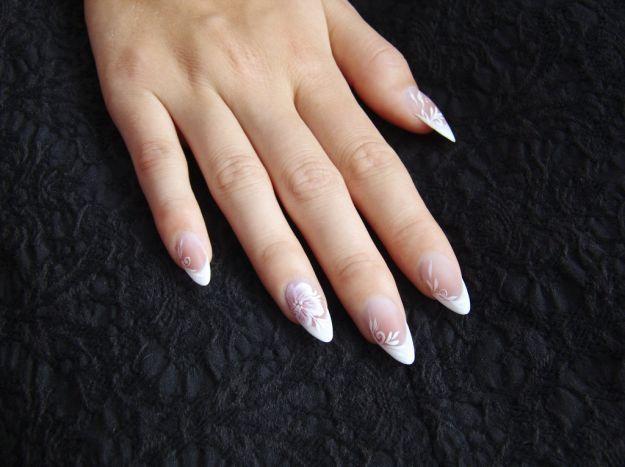 Свадебный маникюр френч с цветочным узором ::: onelady.ru ::: #nail #nails #nailart #manicure