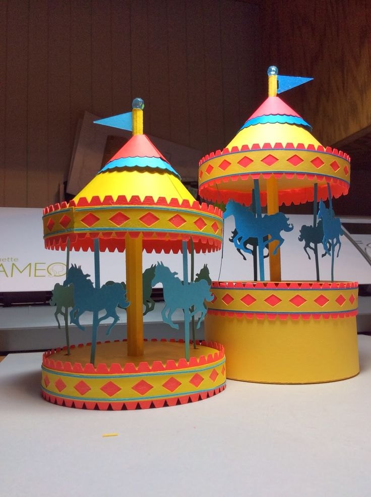 Papercrafts and other fun things: A Carousel Box That Really Spins. Click on link for tutorial and free templates. http://papercraftetc.blogspot.ca/2014/02/a-carousel-box-that-really-spins.html