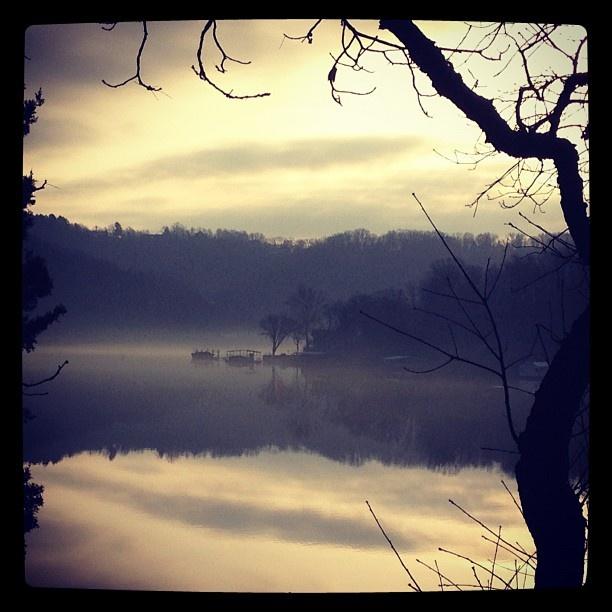 Beautiful..simple..Lake of the OZ...