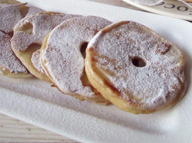 Voici la recette desBeignets aux pommes légers, recette d'undesserttypique italien, pauvre en points et rapide à faire.