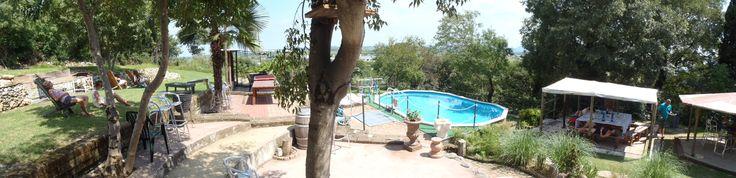 Un contesto di relax e tranquillità, ampio parco collinare con piscina capace di coniugare tutto il comfort dalla modernità al fascino della tradizione. Camere luminose, silenziose ed arredate con cura anche nei dettagli...