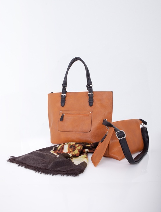 Bag with a handle in a contrastive colour