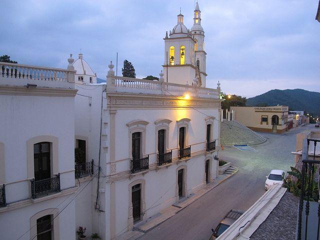 Amanecer en Villa de Santiago, Nuevo Leon, Mexico by Tepe D33, via Flickr