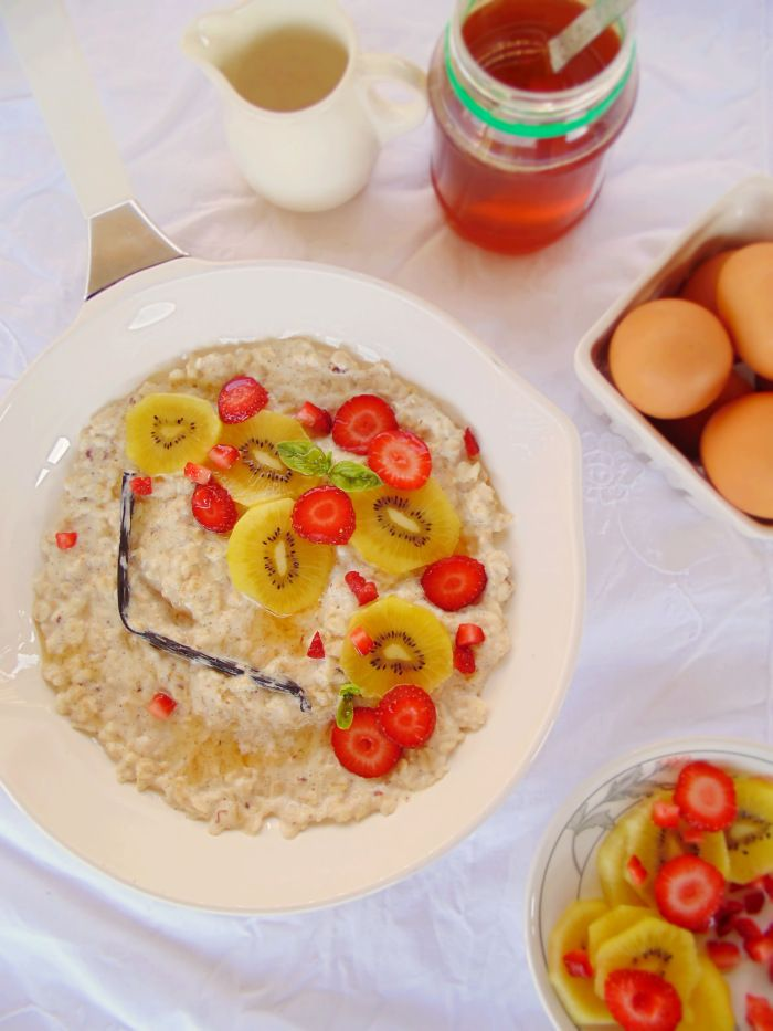 Luxurious Vanilla Bean Porridge with Gold Kiwi and Strawberry Salad