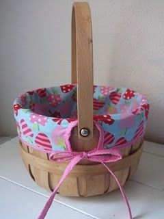 basket liner.  I like the bias tape edge instead of the casing for ties option other liner tutorials do.