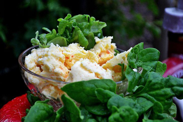 Homemade butter with chilisalt and vegetables. #garden #growfood #trädgård #odla #recept #recipe