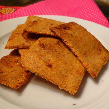 Koolhydraatarme crackers van amandelmeel met zongedroogde tomaatjes