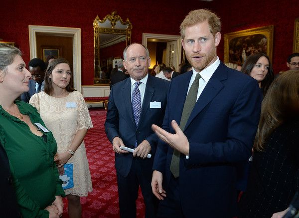 Prince Harry Photos - Prince Harry speaks to guests at a reception on World Mental Health Day to celebrate the impact of the Heads Together Charity at St James's Palace on October 10, 2017 in London, England. - The Duke & Duchess Of Cambridge and Prince Harry Support World Mental Health Day