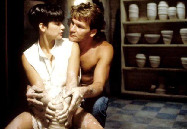 Ghost (1990)Probablement la scène de poterie la plus célèbre du grand écran! Les mains de Patrick Swayze et Demi Moore qui façonnent la terre glaise de manière évocatrice sur l'ardent morceau «Unchained Melody» des Righteous Brothers… On en frissonne encore! La scène est à revoir par ici.