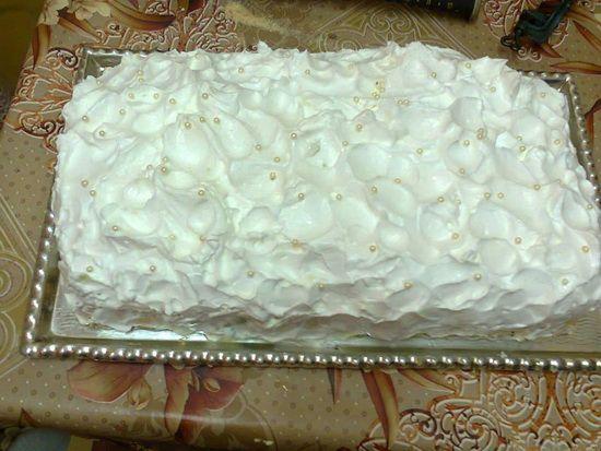 Torta je posna, ali je veoma ukusna i sočna zbog fantastične kombinacije kivia i banana. Za izradu posne Katarina torte s kivijem i bananama korišten je agar agar, često nazivan biljnim želatinom, i sojin šlag, znači samo posni sastojci. Priprema Puding razmutiti u 200 ml fante. Zakuvati ostalu količinu fante pa u nju sipati pripremljen … Настави са читањем Posna Katarina torta s kivijem i bananama