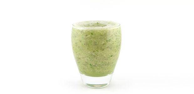 De komkommer banaan bleekselderij smoothie is een lekker fris en snel groene smoothie recept in de categorie van licht groene smoothies. Erg lekker!