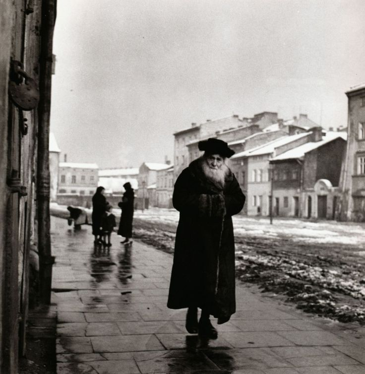 jews in eastern europe essay Most of europe's between 9 and 11 million jews lived in eastern europe but germany had the largest number of western european jews in general, the german jews were better educated and assimilated than was the case with the jews in the eastern european countries.