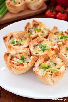 Tostowe muffiny z szynką, serem i jajkiem