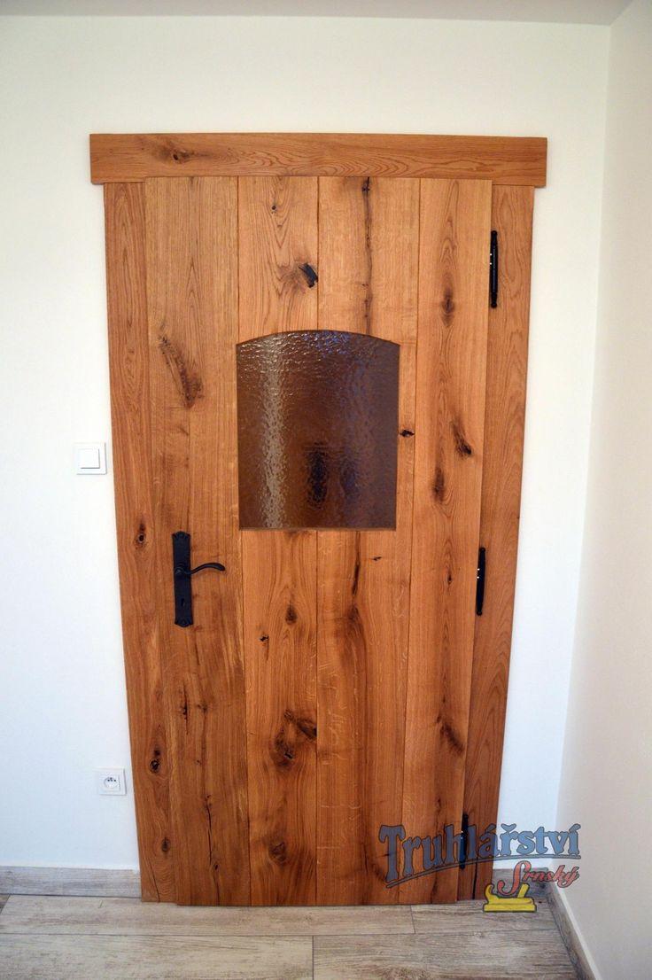 Fošnové vnitřní dveře svlakované, obložková zárubeň, dubové dřevo, drásané, nátěr olejem, kovaná klika