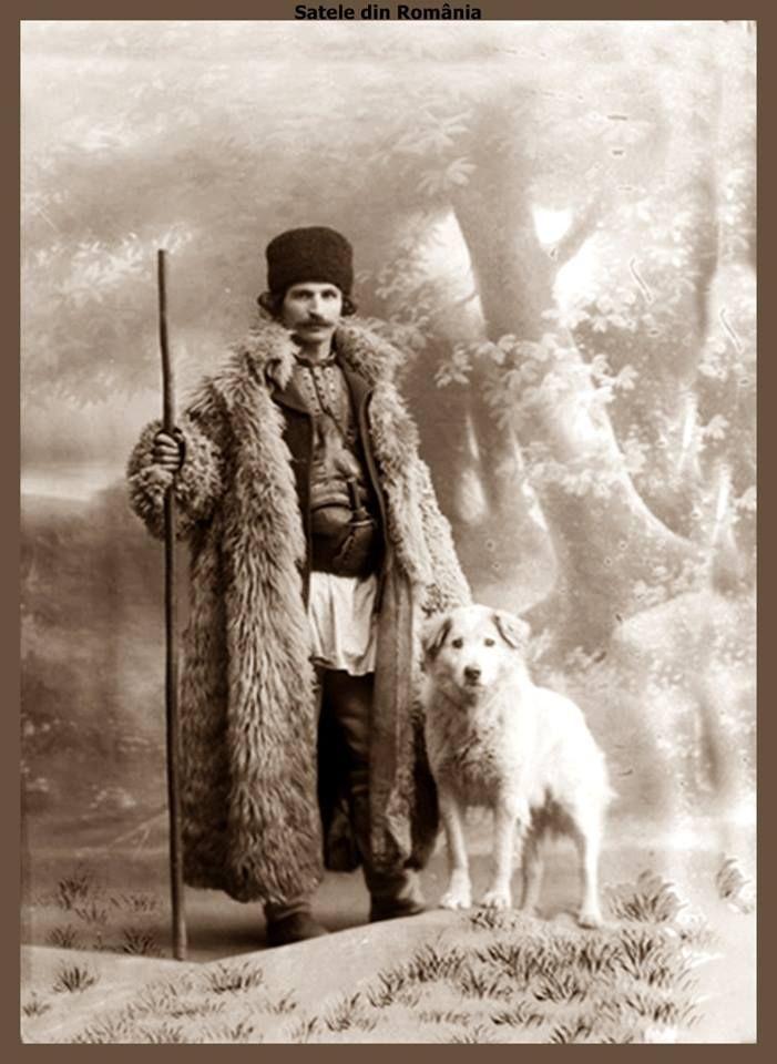 Romanian shepherd. Approx. 1933 Fotograf: Emil Fischer Arhivă © Astra Film Festiva