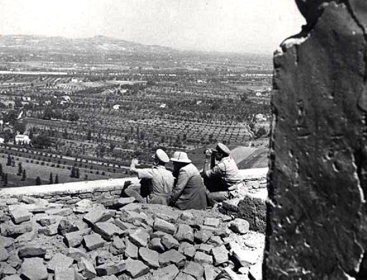 """Il 25 agosto 1944 è la data in cui Winston Churchill, primo ministro inglese, arrivò a Montemaggiore sul Metauro insieme al generale Alexander, comandante in campo del 15° corpo alleato, acclamati dalla popolazione. Dalla sommità della pineta, Churchill scrutò tutta la valle, dove operava l' """" VIII armata"""", fu una visita particolarmente importante, perché coincideva con l'attacco alla Linea Gotica.   #TuscanyAgriturismoGiratola"""