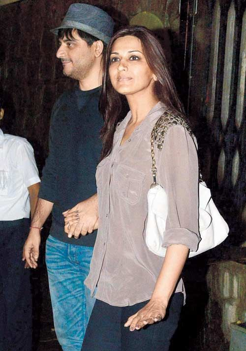 Goldie Behl and Sonali Bendre outside a suburban nightspot. #Bollywood #Style #Fashion