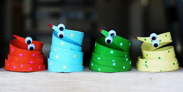 Toilet paper roll snakes #crafts. Use w/ picture book Small Green Snake