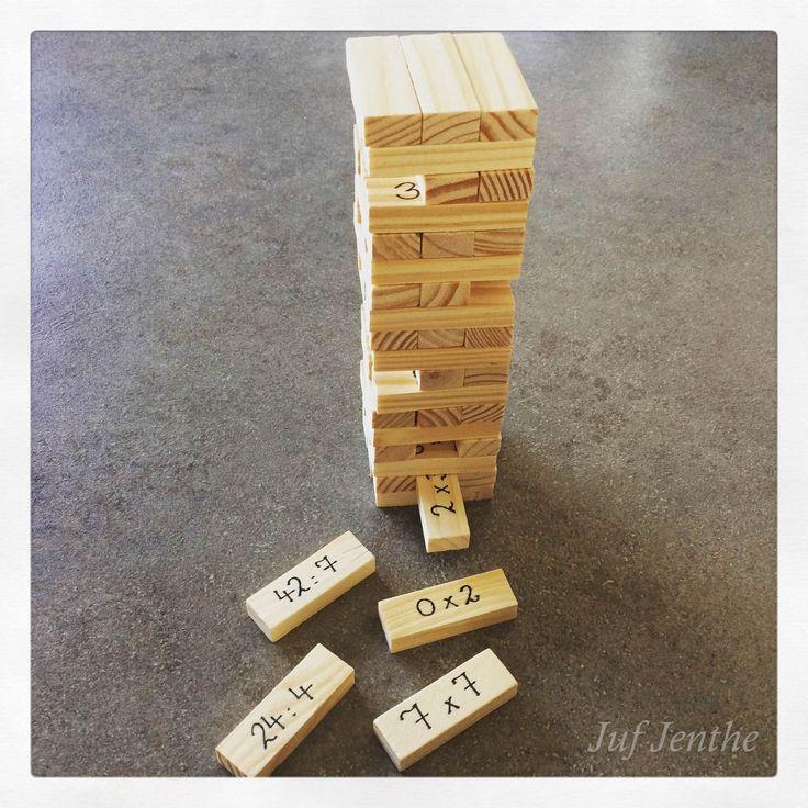 """Maal- en deeltafels spelenderwijs oefenen: jenga. Momenteel te koop in """"Action"""". Een absolute aanrader om in de klas te gebruiken."""