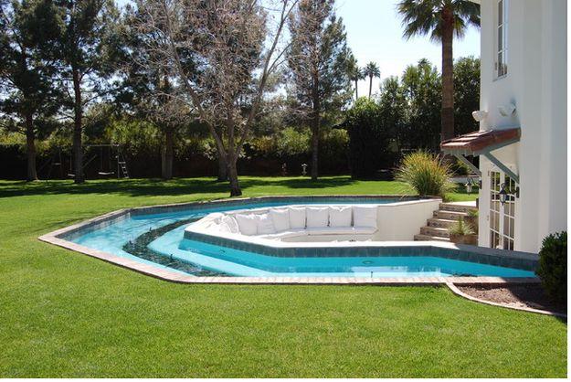 Una cabina para conversar dentro de la piscina | 29 Ideas que sin duda necesitas para remodelar tu futura casa