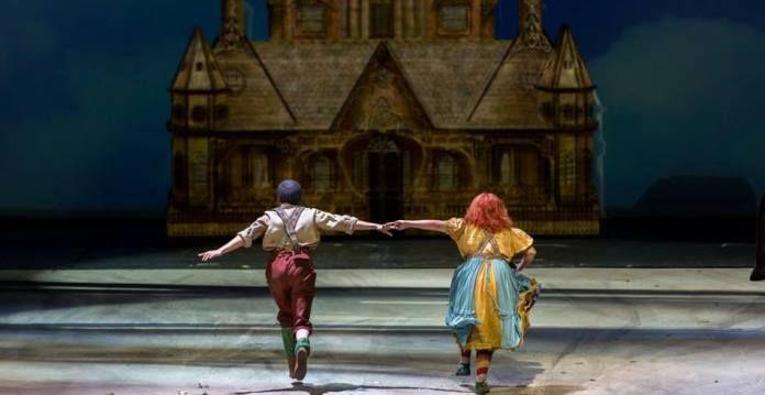 Recensione di Hänsel und Gretel, il capolavoro dei Humperdinck. In scena a Milano, Teatro alla Scala, per la regia di Sven-Eric Bechtolf.