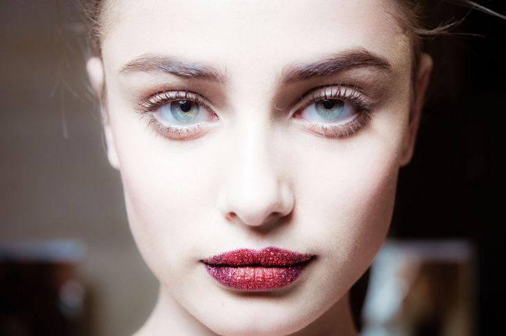 Come far sembrare più carnose le labbra sottili in 4 mosse