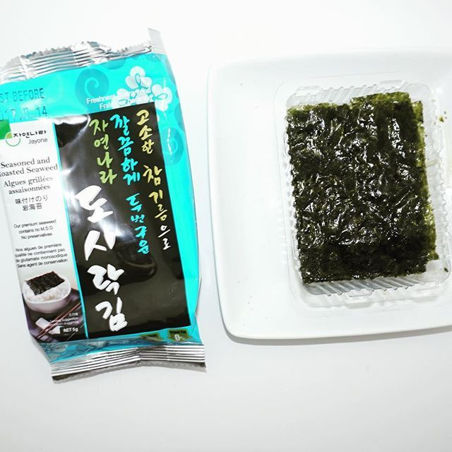 Another seaweed favourite because this one comes in giant boxes at Superstore! Jayone roasted seaweed. 1 pack is only 30 calories and it definitely satisfies that salt craving. Follow my account as I post all of the gluten free snacks I find  @jayonefoods