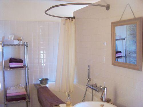 Les 25 meilleures id es de la cat gorie barres de rideaux for Tringle rideau baignoire