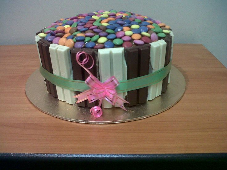kitkat and smartie cake