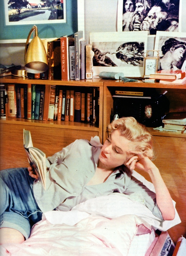 Marilyn Monroe with her books and journals, circa early 50s....so young