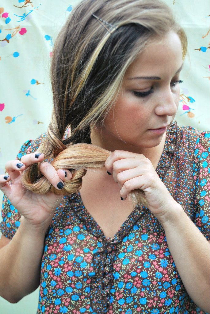 """To make sure you don't have one big hole down the middle of your """"braid"""", put your fingers through one side of the last twist. It's kind of hard to explain but just make sure you don't repeat the step right through the middle each time."""