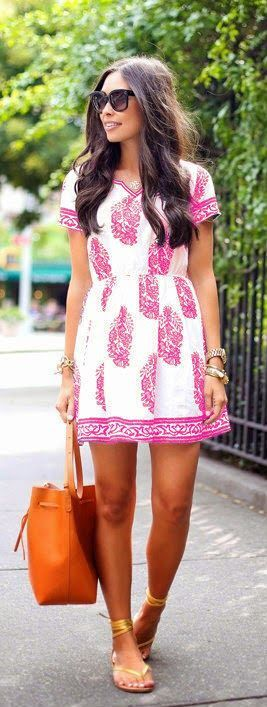 Nothing says Summer more than floral and bright colors, so this hot pink floral dress is perfect. Find the latest fancy floral dress at OASAP.