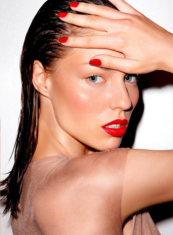 Red Lipsticks, Makeup Hair Nails, Madrid Spain, Long Legs, Make Up, Hot Lips, Hair Makeup Nails, Makeup Beautyful Inspiration, Colors Beautiful Hair