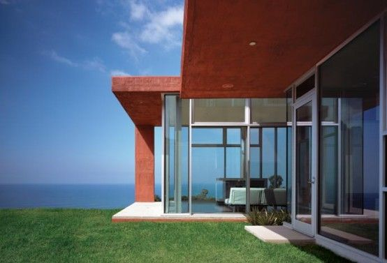 Brick Red Environment Friendly Malibu House by Kanner Architects