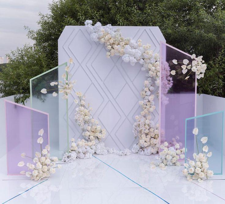 """970 lượt thích, 8 bình luận - Wedding&Event design (@flowerbazar) trên Instagram: """"Фон для свадебной церемонии в загородном клубе Сохо был создан с использованием гибких неоновых…"""""""