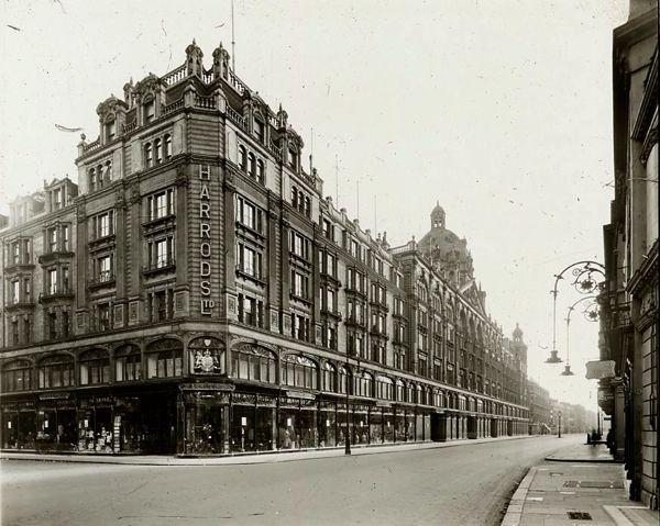 c.1910: Harrods of Knightsbridge.