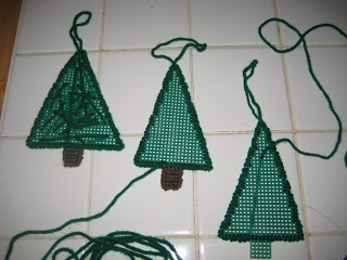 Plastic Canvas Christmas Ornament, Great for very young children or toddlers learning to sew.