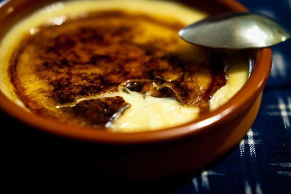 La crema catalana o crema quemada es un postre delicioso y muy típico de la cocina catalana. Sus orígenes se remontan al siglo XIV posicionándose como...
