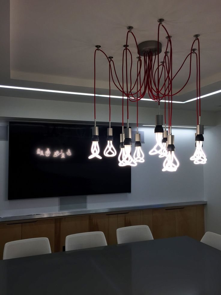 Beautiful plumen chandelier in reelworlds conference room