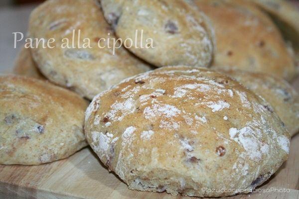 La zucca capricciosa: Pane alla cipolla rossa